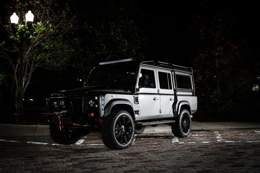 Не успели мы опомниться от представленного на днях Land Rover Defender Project Evolution, как следом пришла еще одна премьера – Land Rover Defender в исполнении Project Storm