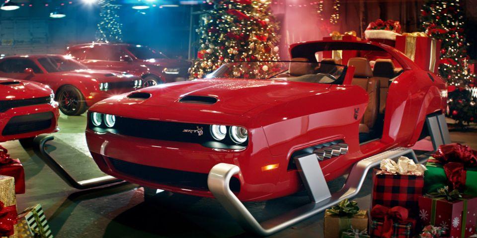 Автопроизводитель Dodge предложил Санта-Клаусу легендарный дрэгстер Challenger, чтобы тот сделал из него сани