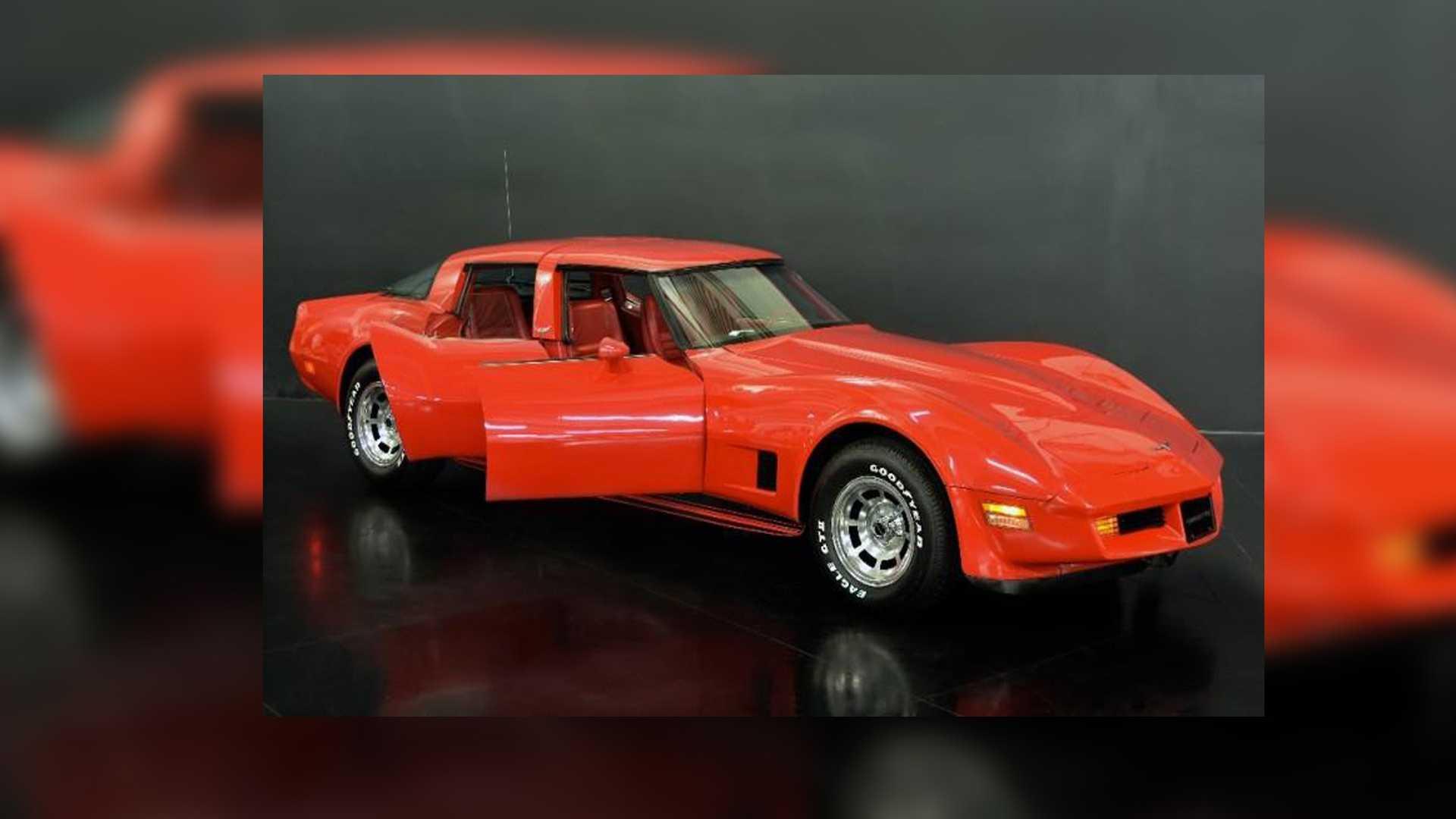 В одном из салонов Калифорнии на продажу выставлен четырехдверный Chevrolet Corvette 1980 года выпуска