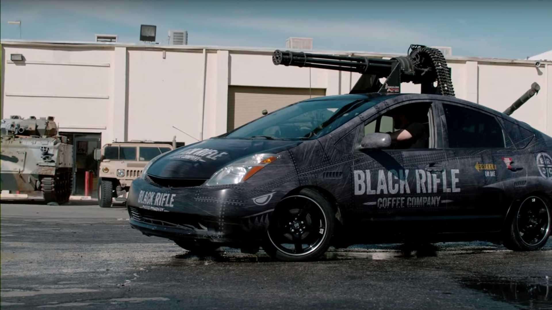 На днях Black Rifle Coffee Company, неожиданно для всех, представила Toyota Prius со стационарной турелью M61 Vulcan на крыше