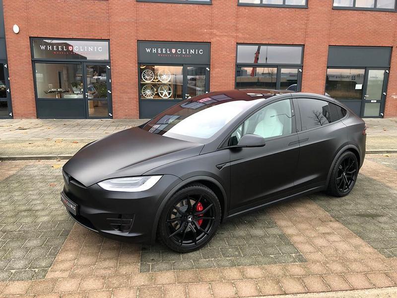 На днях голландская мастерская Wheelclinic показала кастомизированный вариант Tesla Model X