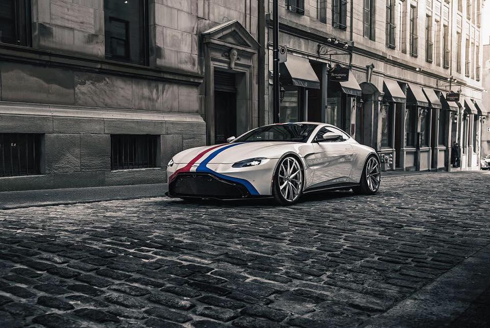 Посмотрите на фотографии этого Aston Martin Vantage V8 2018 модельного года, от него просто невозможно отвести взгляд!