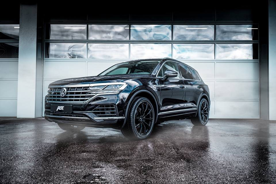 It is hardly a secret to anyone that the latest generation of the VW Touareg is more about tech and options than good looks