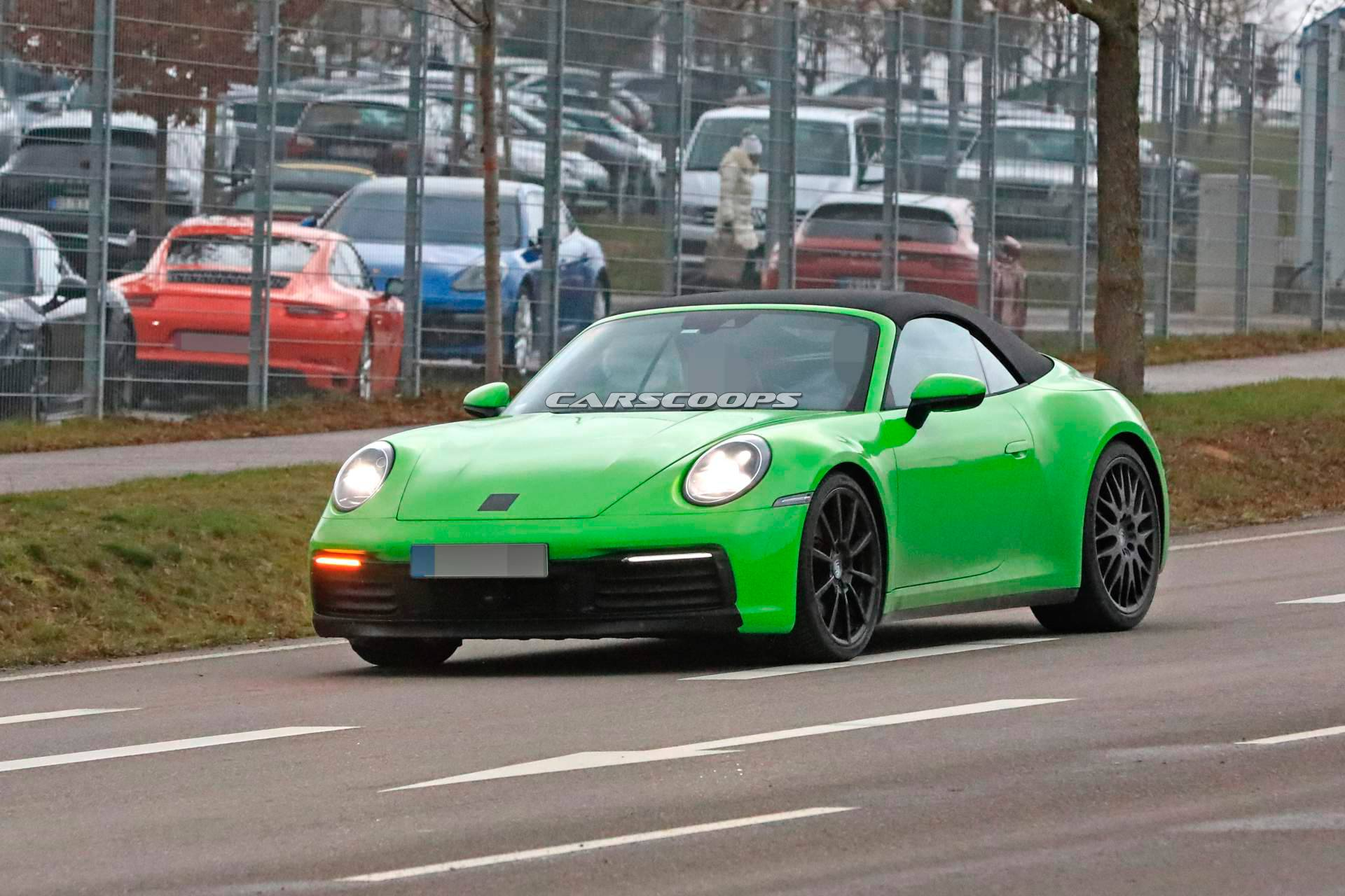Based on the images that have recently leaked online, German luxury car maker Porsche has proceeded to the first road tests of its 911 Convertible model