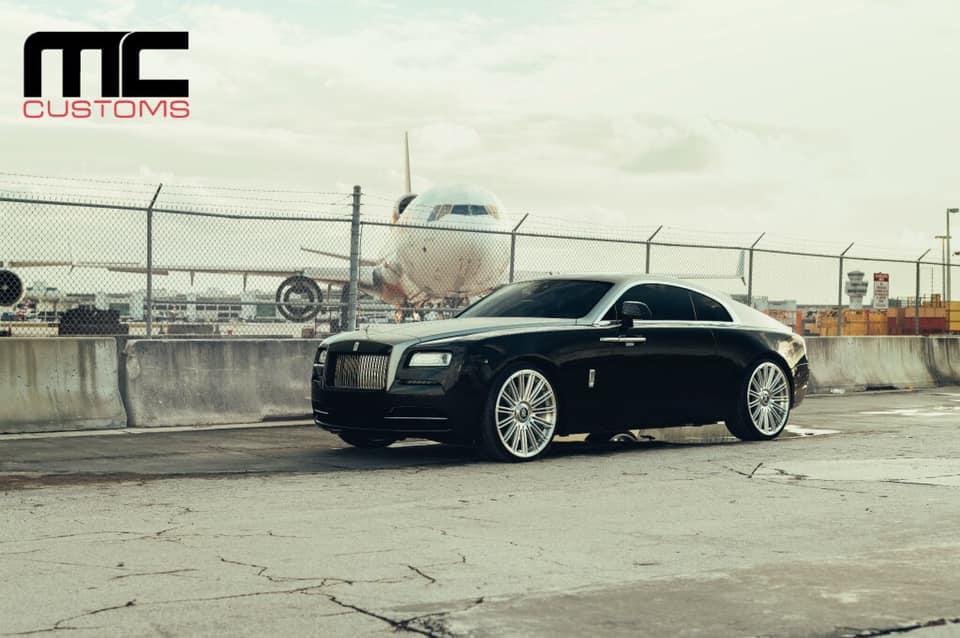Мастера из ателье MC Customs (Майами) в очередной раз доказали нам, что для кардинального преображения экстерьера авто совсем не обязательно использовать кастомные аэродинамические обвесы