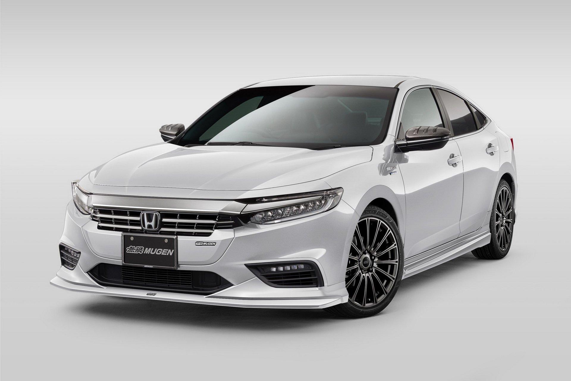 На автосалоне в Токио японское ателье Mugen презентовало стайлинговые пакеты для компактного кроссовера Honda CR-V, гибридного Insight и микроавтобуса N-Van