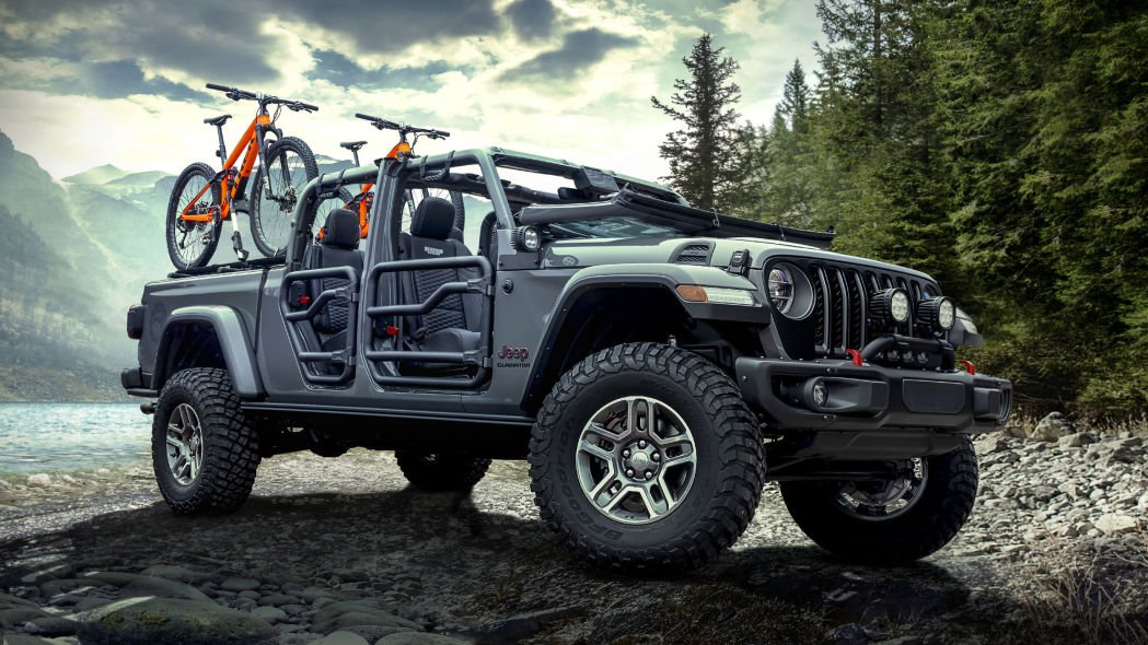 At the ongoing 2019 Chicago Auto Show, the two companies revealed this Jeep Gladiator with a unique cabin upholstery