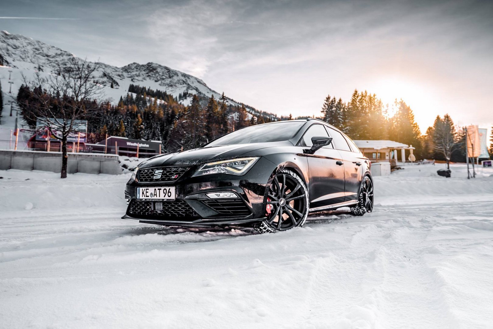 Спецы из ателье ABT Sportsline на днях представили свой очередной проект – Seat Leon ST Cupra, форсированный до 370 л.с.