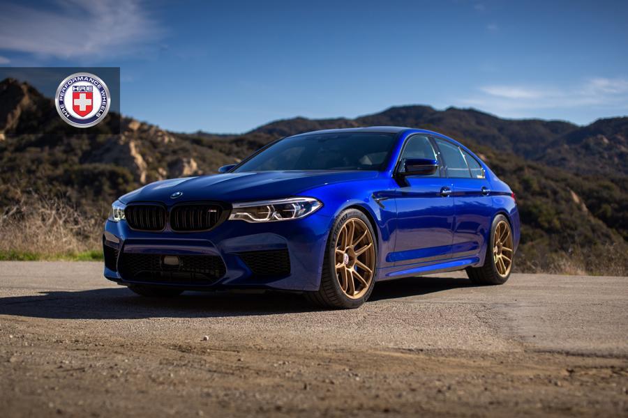 На днях в Сети появились фото этого BMW M5 F90 с редким окрасом San Marino Blau