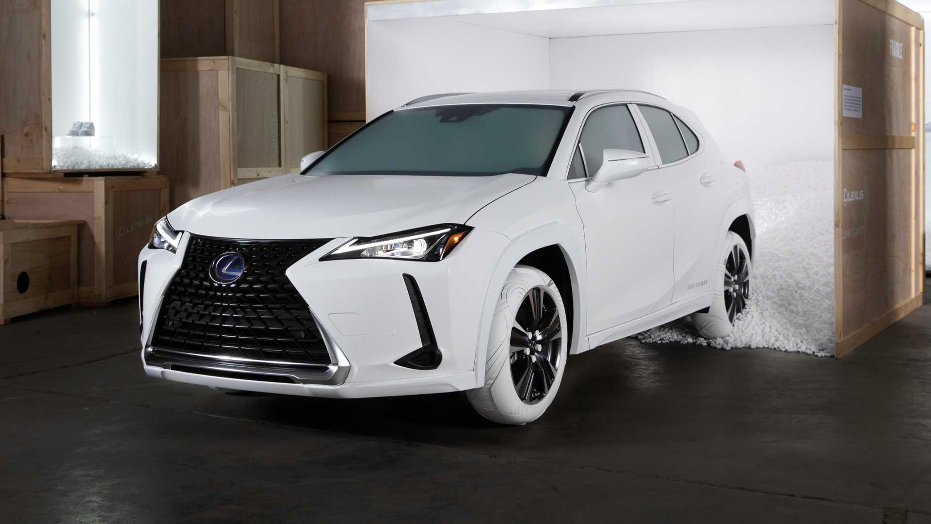 Japanese luxury car marque Lexus has come to the New-York Fashion Week with a UX SUV sporting an exclusive set of tires reminiscent of the famous John Elliott x Nike AF1 running shoes