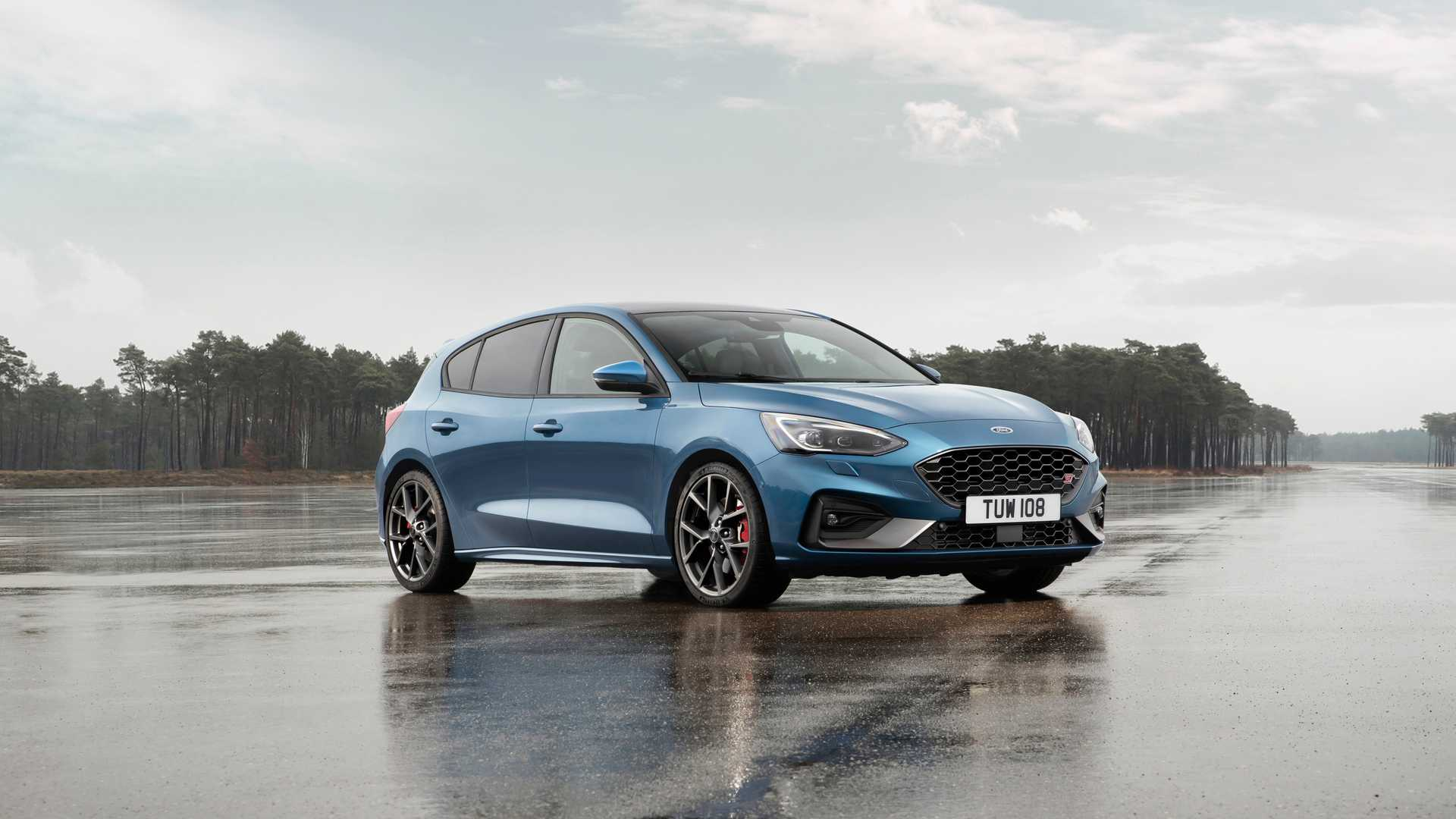 Sales of the updated hatchback and estate/wagon will begin in summer 2019