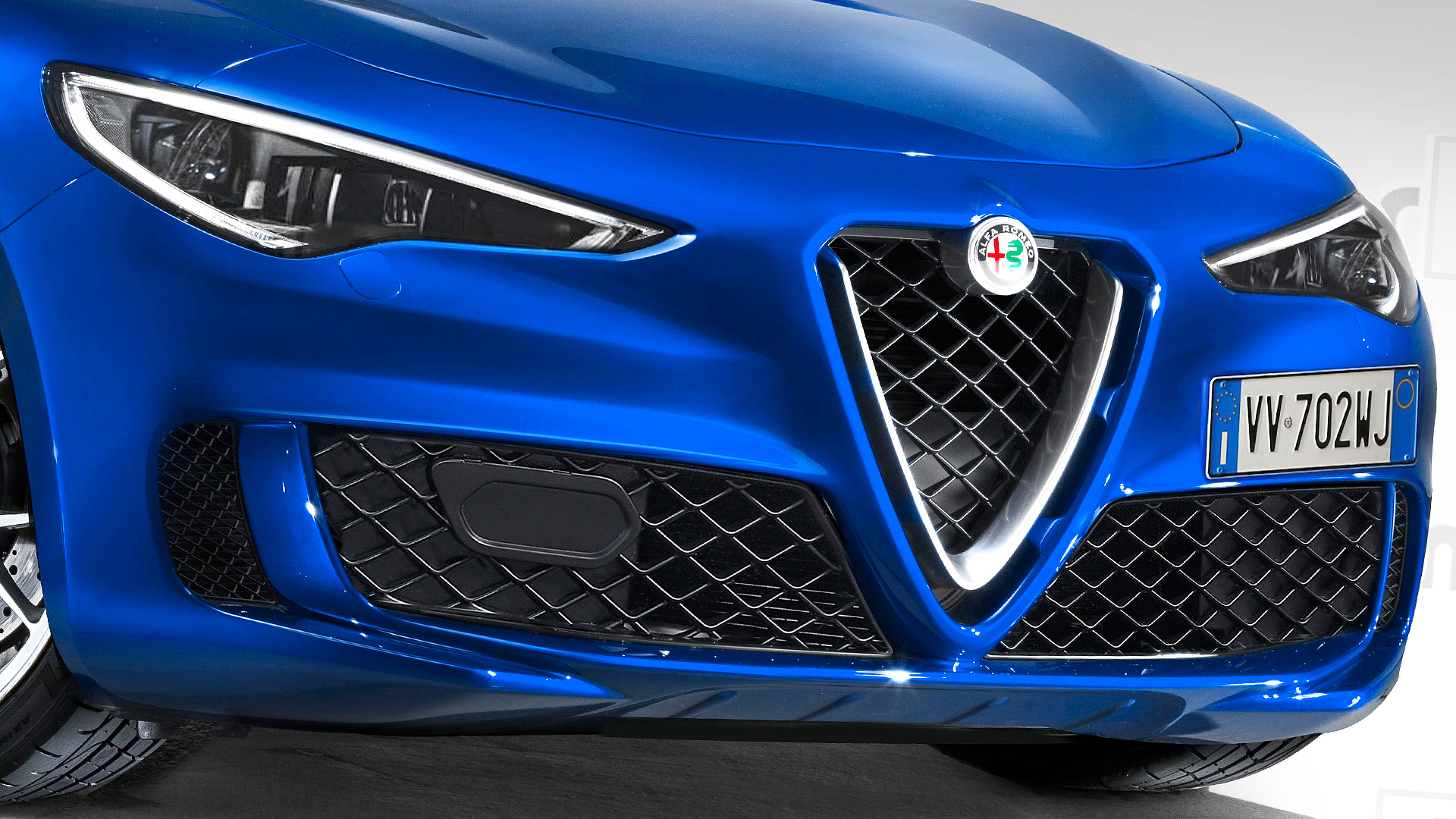 Italian car manufacturer Alfa Romeo is getting ready to show us a compact-sized crossover/SUV that it plans to sell as a cheaper alternative to the Stelvio