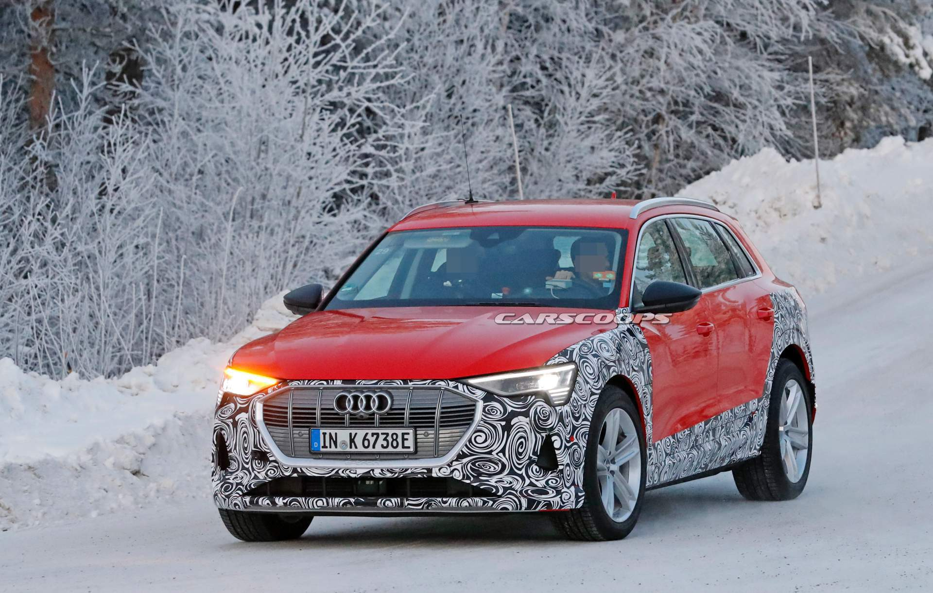 Car spotters have managed to acquire photos of a mysterious new Audi e-tron test mule as it rolled along wintery roads of northern Europe