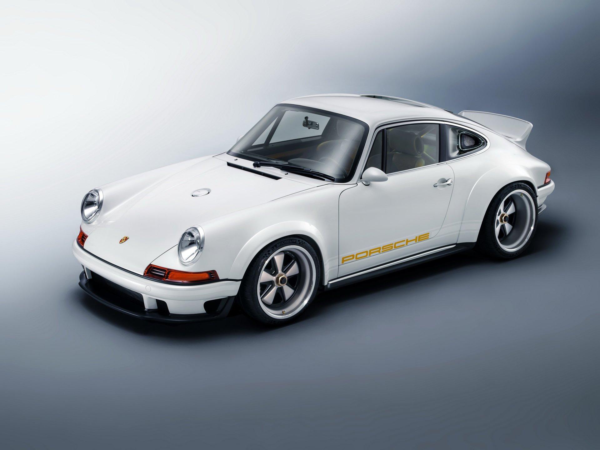Тюнинг-студия Singer Vehicle Design(Калифорния) в сотрудничестве с мастерами из Williams Advanced Engineering построила, пожалуй, самый продвинутый в мире Porsche 911 с воздушным контуром охлаждения