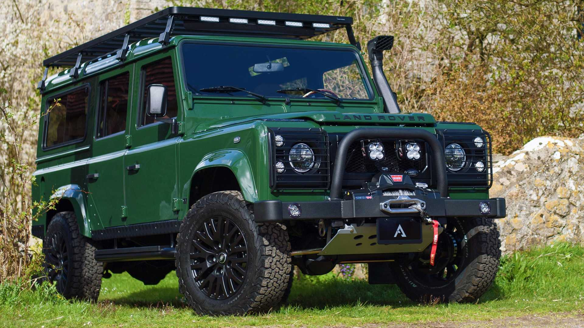 There are numerous car customization shops out there who are happily pushing out one custom Land Rover Defender after another, and this makes it easy to believe that the elderly SUV will always have a special place in tuners' hearts