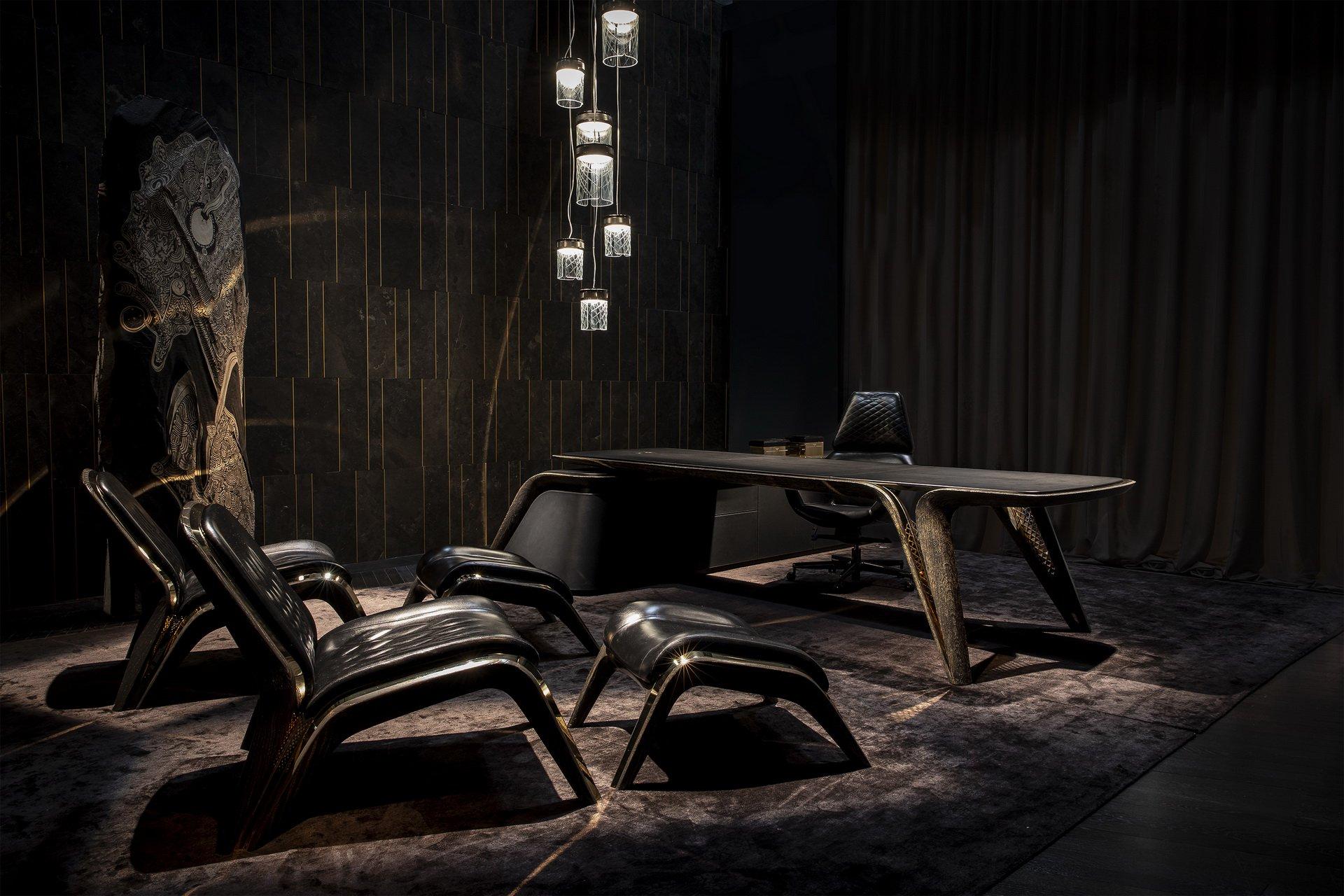 В рамках мебельного салона в Милане автопроизводитель «Бентли» презентовал эксклюзивную мебель, выпущенную в честь собственного юбилея