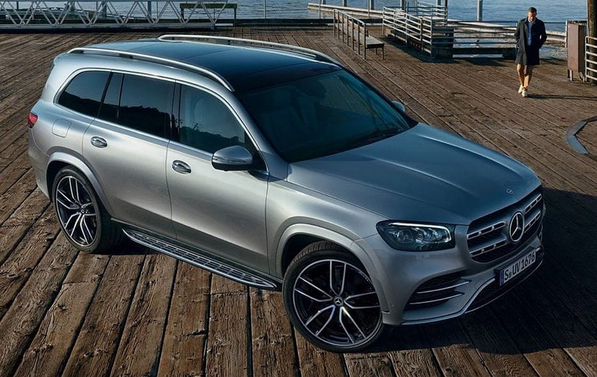 We have seen multiple sets of photos showing the camouflaged 2020 Mercedes-Benz GLS test mule during its road tests, but today, Mercedes has finally given us official shots of the SUV free of any kind of mascara