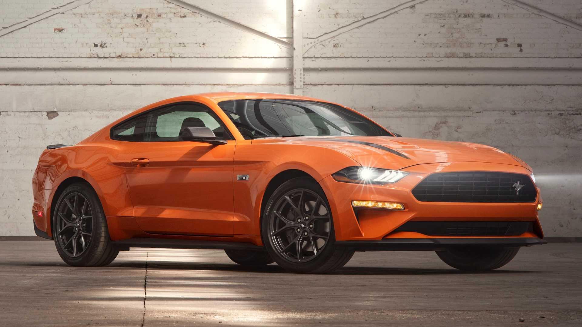 Чтобы оснастить таким двигателем купе и кабриолет, придется заказывать пакет 2.3L High Performance