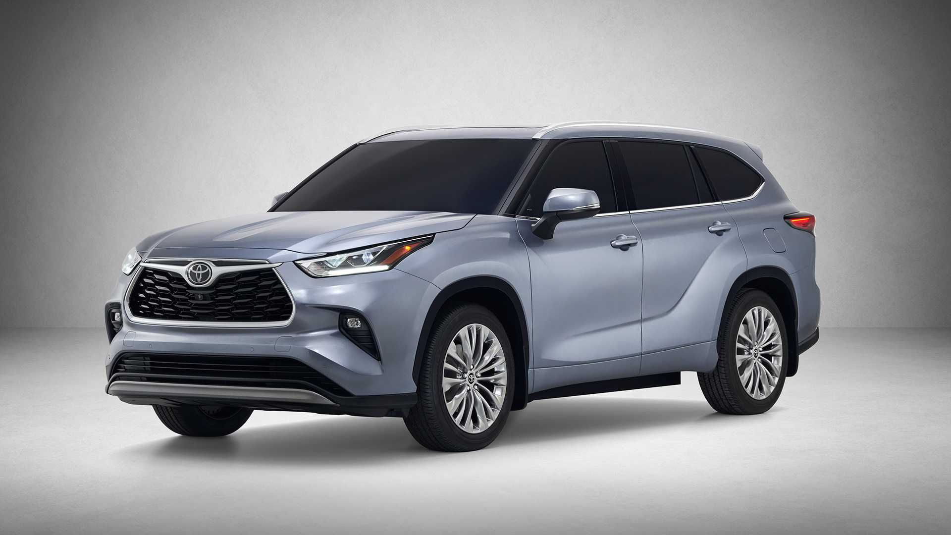 Toyota has taken the wraps off its next-generation Highlander SUV on the opening day of the 2019 New York Auto Show