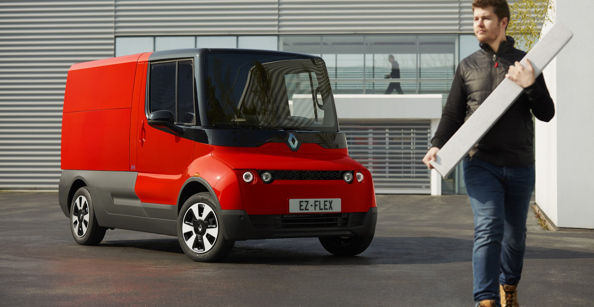 The idea of a battery-powered light commercial vehicle isn't really novel for Renault, who has already designed and built the likes of Twizy Cargo, Master Z.E. etc. Today, the company said that it was working on another electric MPV, called the EZ-Flex
