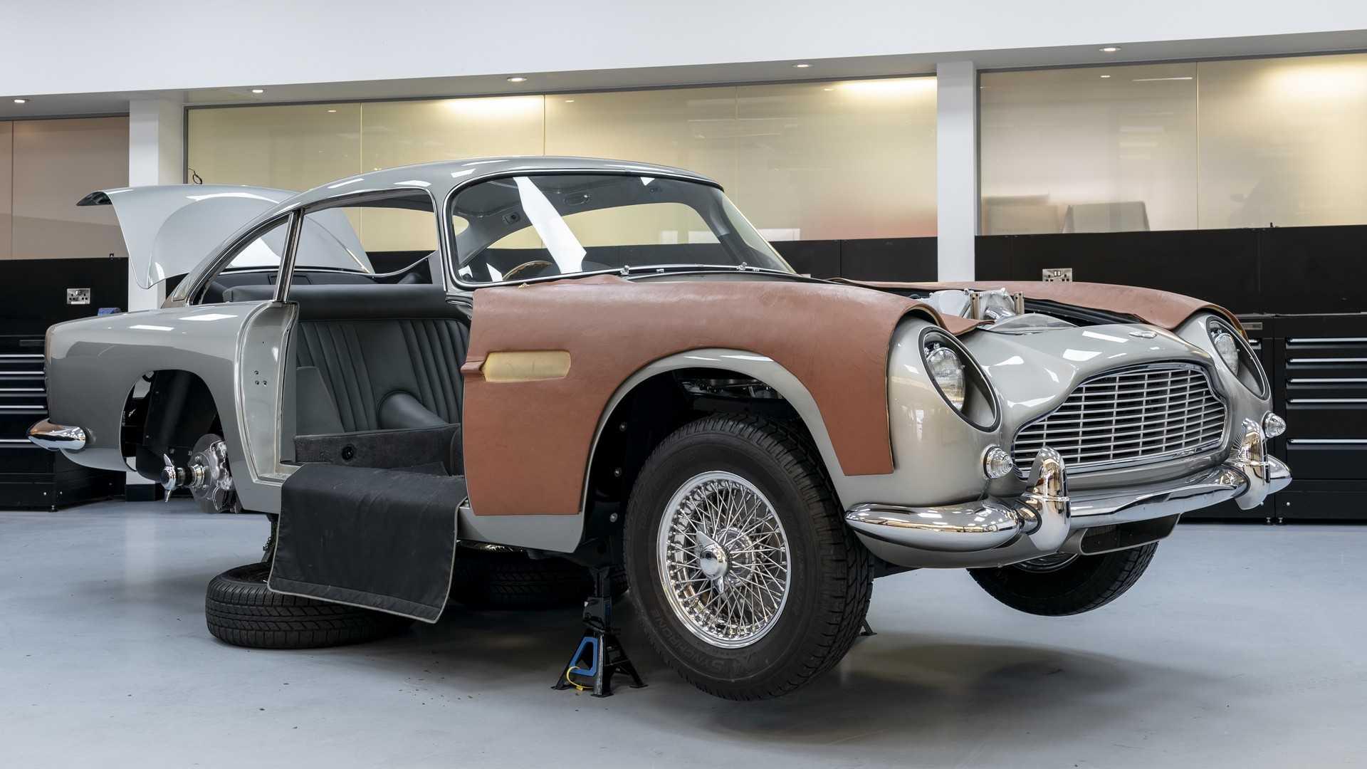 Компания «Астон Мартин» запустила серийную сборку современной версии спорткара DB5, который 55 лет назад снимался в кинокартине про Джеймса Бонда «Голдфингер»