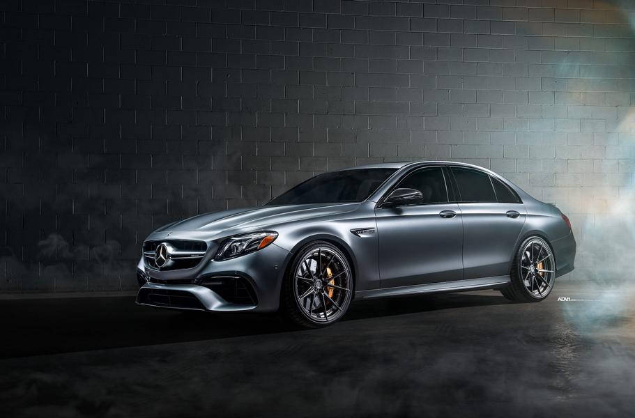 На днях американская мастерская Titan Motorworks вывела из гаража кастомный Mercedes E63s AMG (W213)