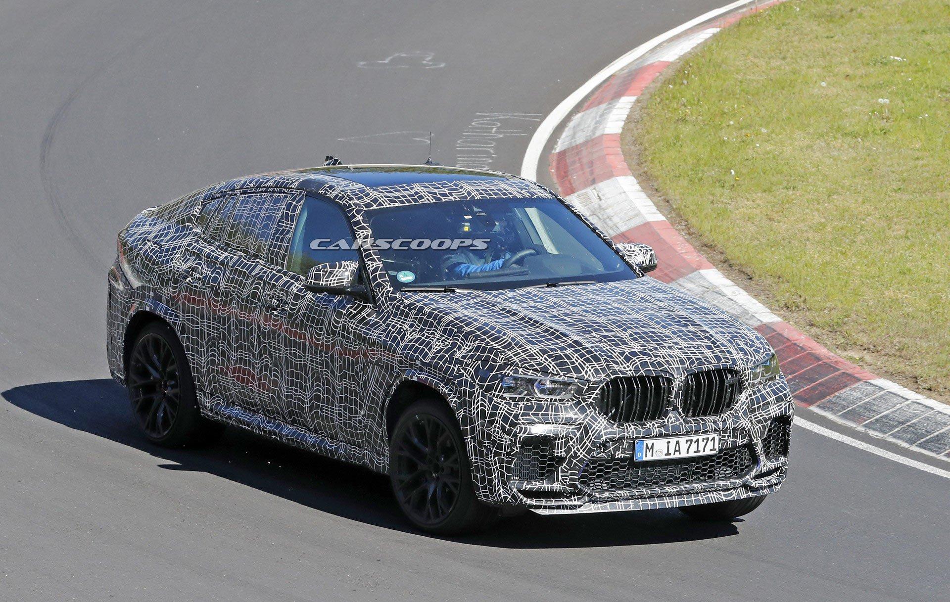 В течение последних нескольких лет нам довелось увидеть несколько предсерийных прототипов BMW X6 M, а сейчас на тестах оказалась спортивная версия кросс-купе с менее тяжелой маскировкой