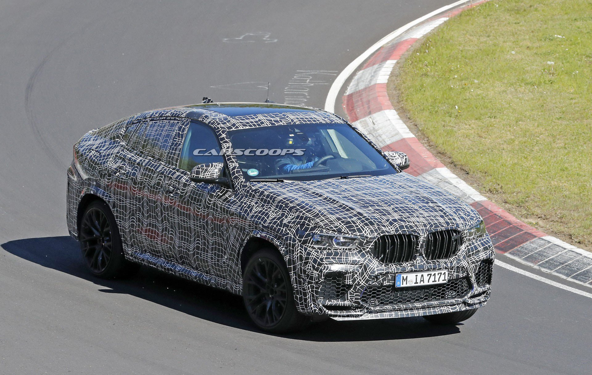 We have seen multiple development mules of the BMW X6 M over the past few years, but this is the first time that the coupe-SUV actually seems to have less mascara on it