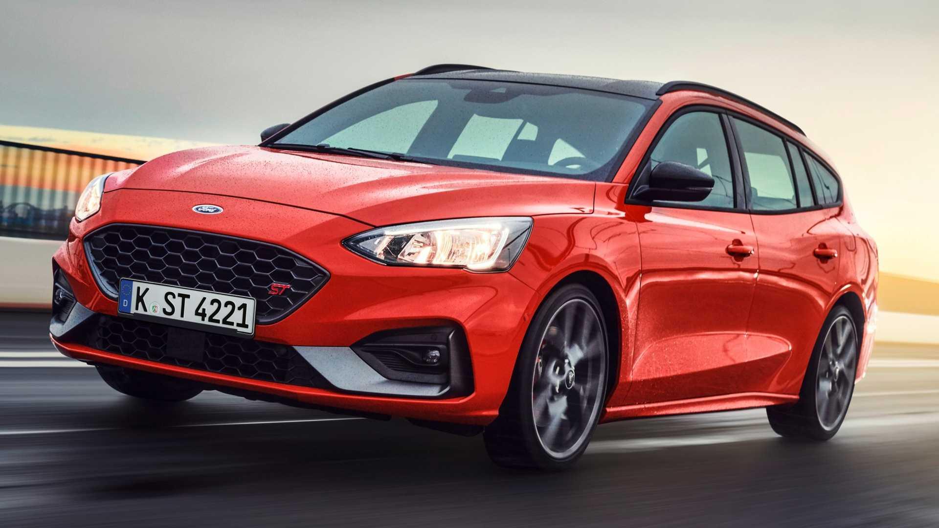 В четвертом поколении Ford Focus ST предлагается в кузовах хэтчбек и универсал, последний представлен только сейчас. Давайте разбираться в его особенностях