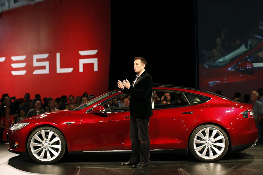 Руководство компании «Тесла», включая гендиректора Илона Маска и главу финансовой службы, предпримет срочные меры по снижению издержек