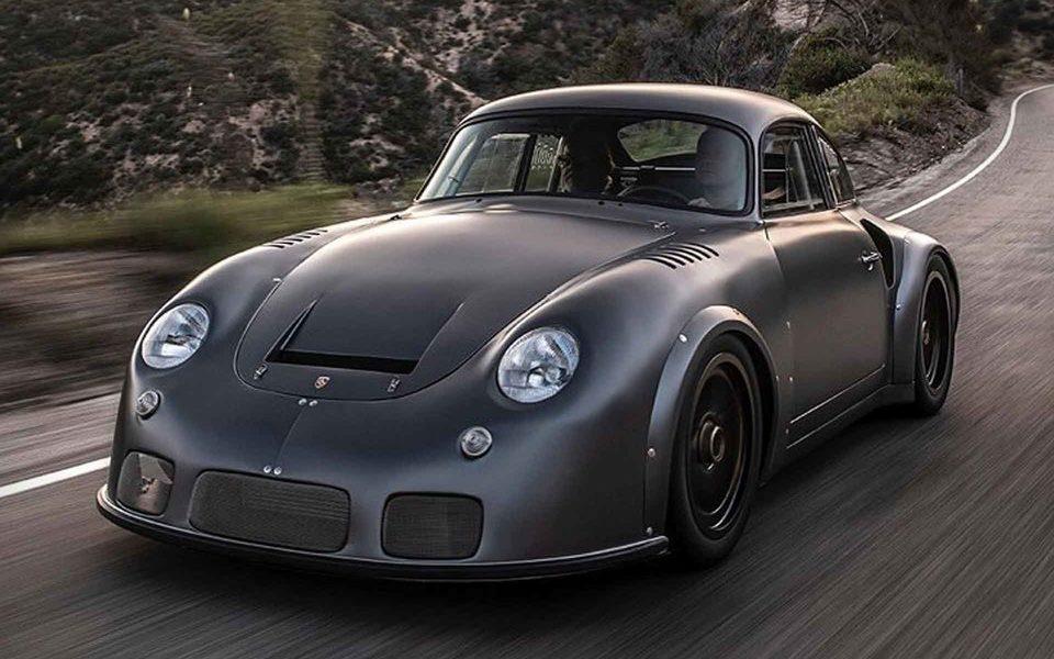 Целых 6 лет назад мастерская Emory Motorsports Inc. начала масштабную реставрацию и модернизацию Porsche 911 Carrera RSR 1973 модельного года. Заканчивать проект довелось уже другой фирме – производителю колесных дисков Momo
