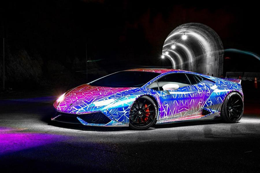 Chris Brown, a popular U.S.-born pop, R&B and hip-hop singer and actor, likes to appear in public driving hot luxury cars