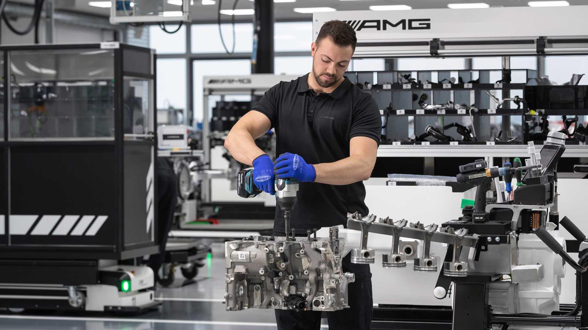 Daimler представил новый двигатель, которым будут оснащать AMG-версии с индексом «45»
