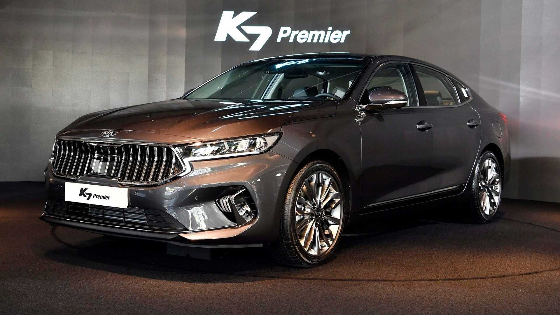 The second generation of Kia's largest and most well-appointed FWD sedan/saloon, called the K7 in some markets and Cadenza in some others, has been around for three long years