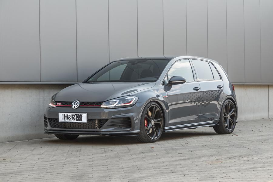 As you may remember, the Volkswagen Golf GTI TCR hot hatch that debuted in spring earlier this year turned out to be rather controversial, with the consensus being that it failed to combine the functions of a family car and a track tool in one body