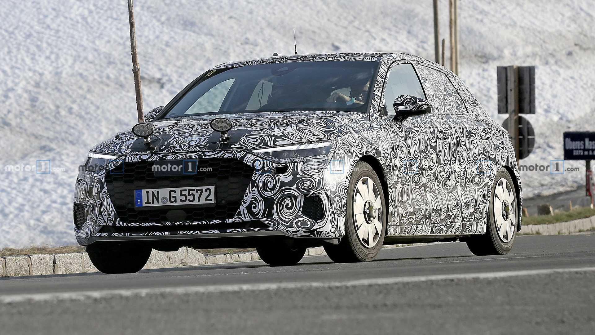 В конце текущего года семейство Audi A3 сменит поколение, переняв всю техническую начинку от VIII генерации Volkswagen Golf