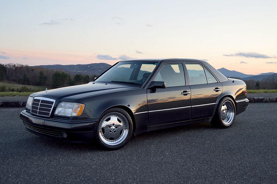 На сайте Bring a Trailer на днях появилось объявление о продаже редкого Mercedes-Benz E60 от тюнинг-студии Renntech