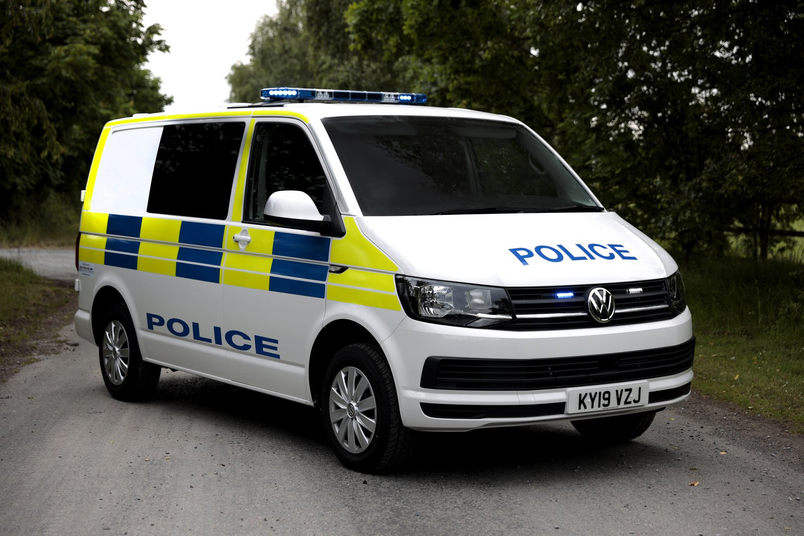«Фольксваген» представил новую модификацию Transporter, предназначенную для перевозки преступников