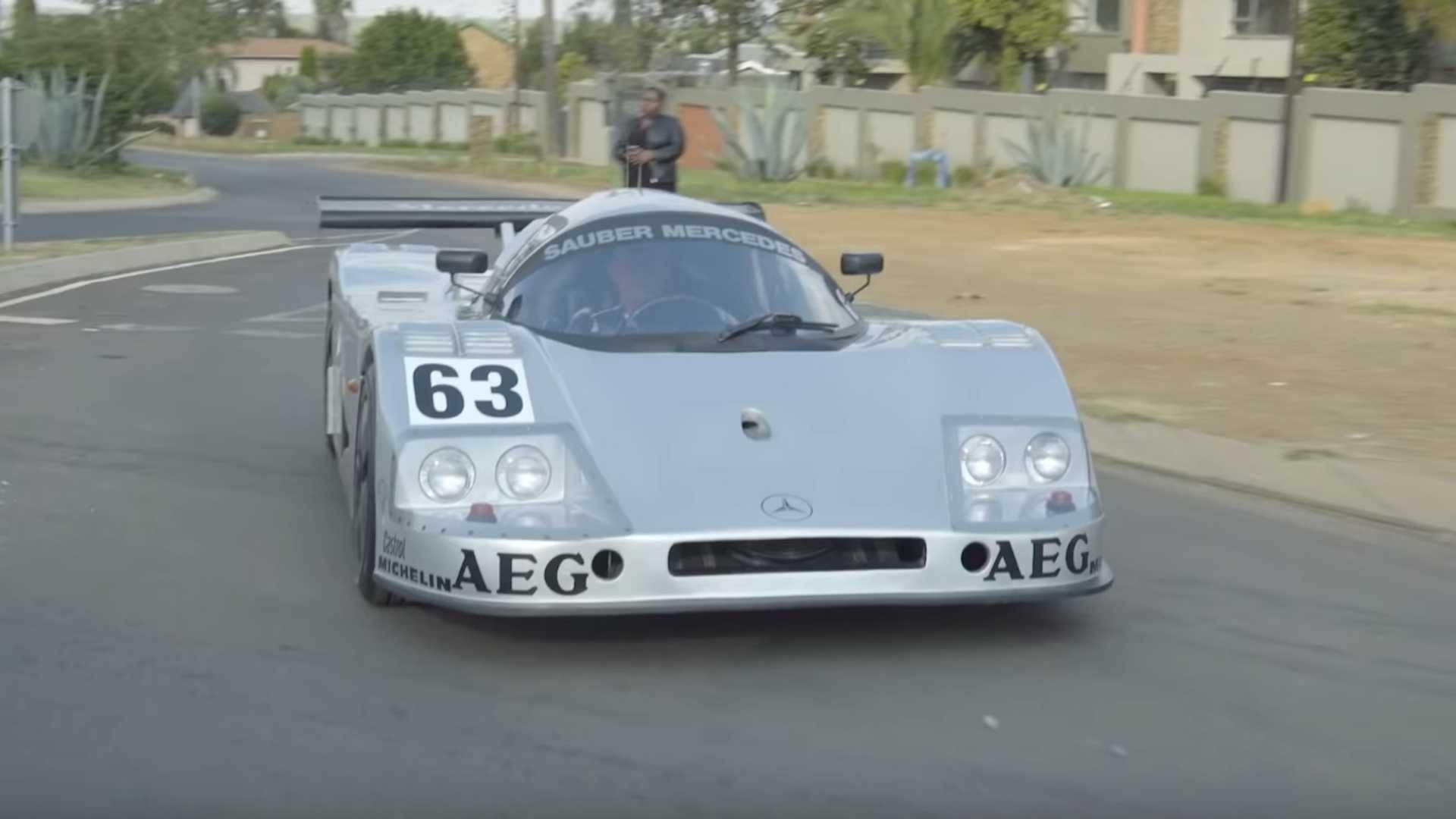 Этот болид Sauber-Mercedes C9 создал простой механик Йохан Акерманн из африканского города Кемптон-Парк