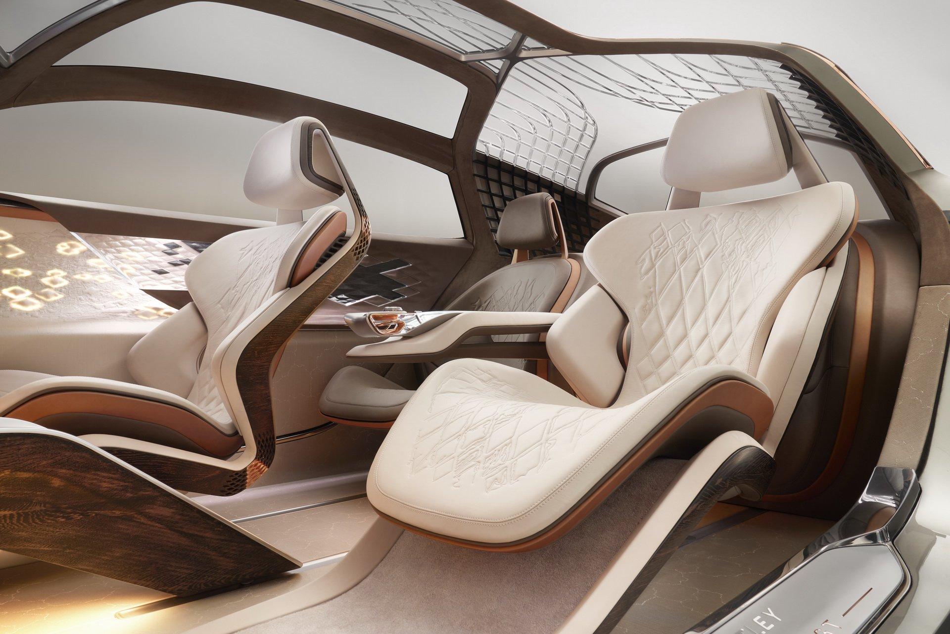 100-летний юбилей — это не шутки. По такому случаю Bentley решила сделать себе самой и всем вокруг подарок, представив футуристичный концепт-кар EXP 100 GT.