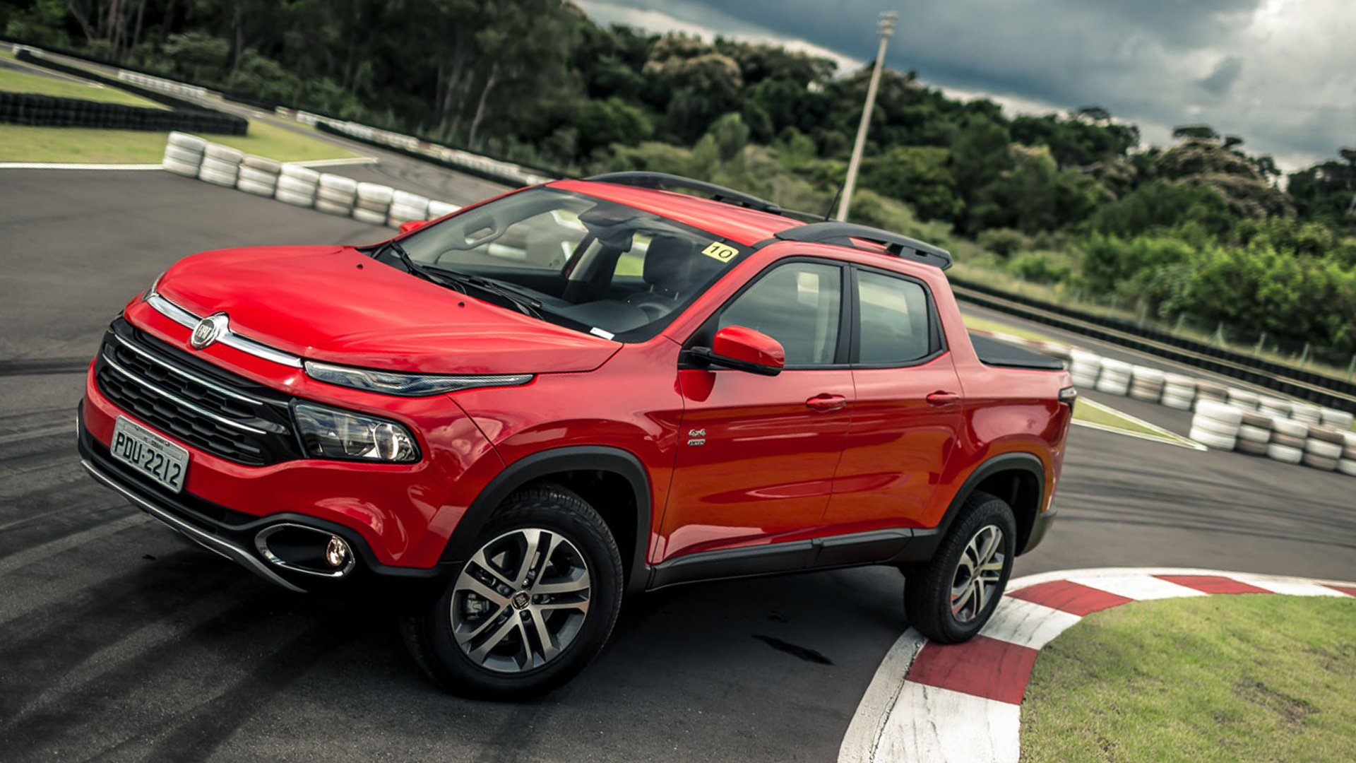 Fiat has taken the wraps off the refreshed Toro pickup truck. The 2020 version comes with new standard and available equipment, and the turbo diesel is now obtainable in base.