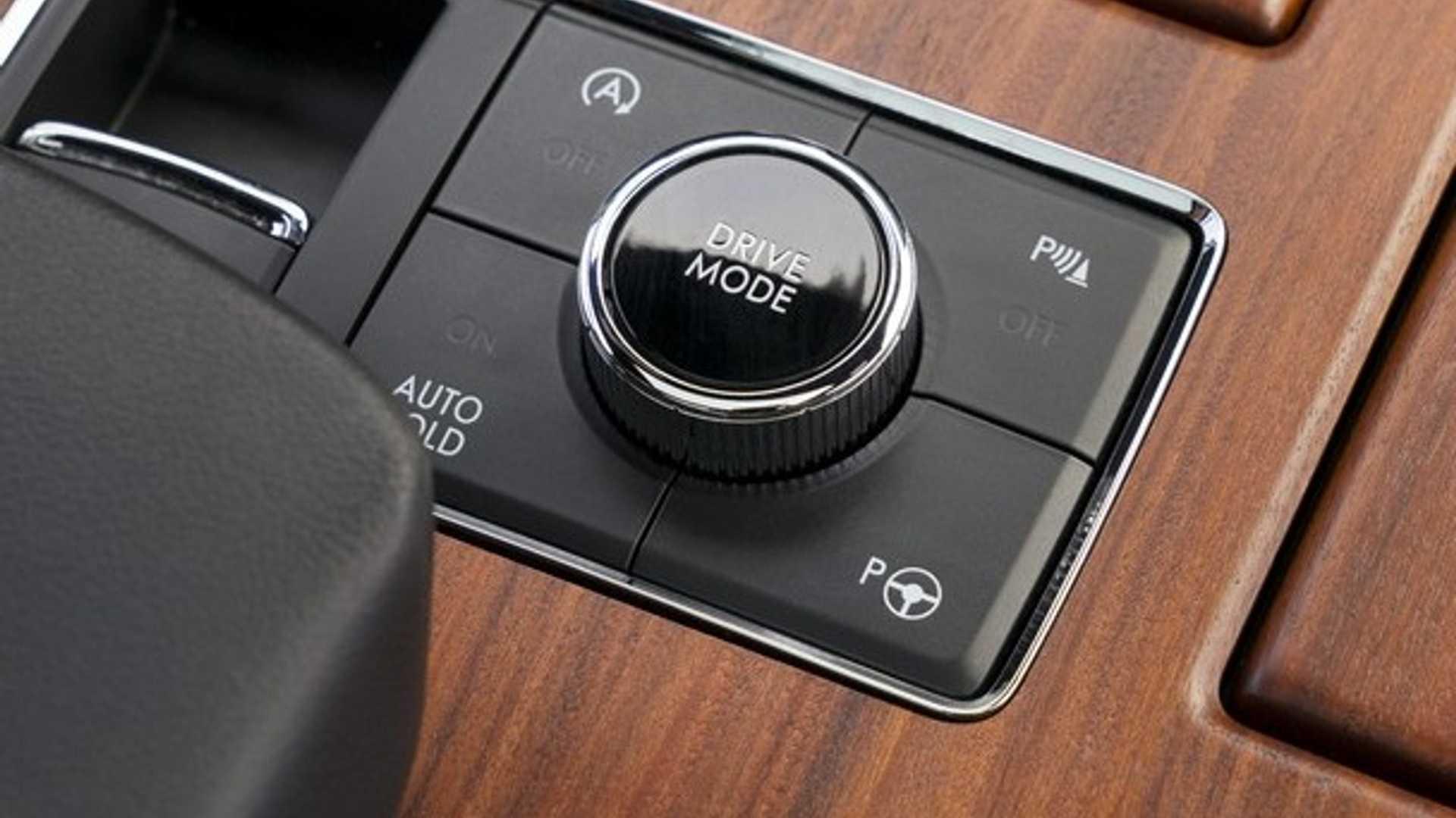 Автомобилестроительная компания «Линкольн» представила Navigator 2020 модельного года. Внедорожник получил расширенное оборудование в базе и три стайлинг-пакета Monochromatic.