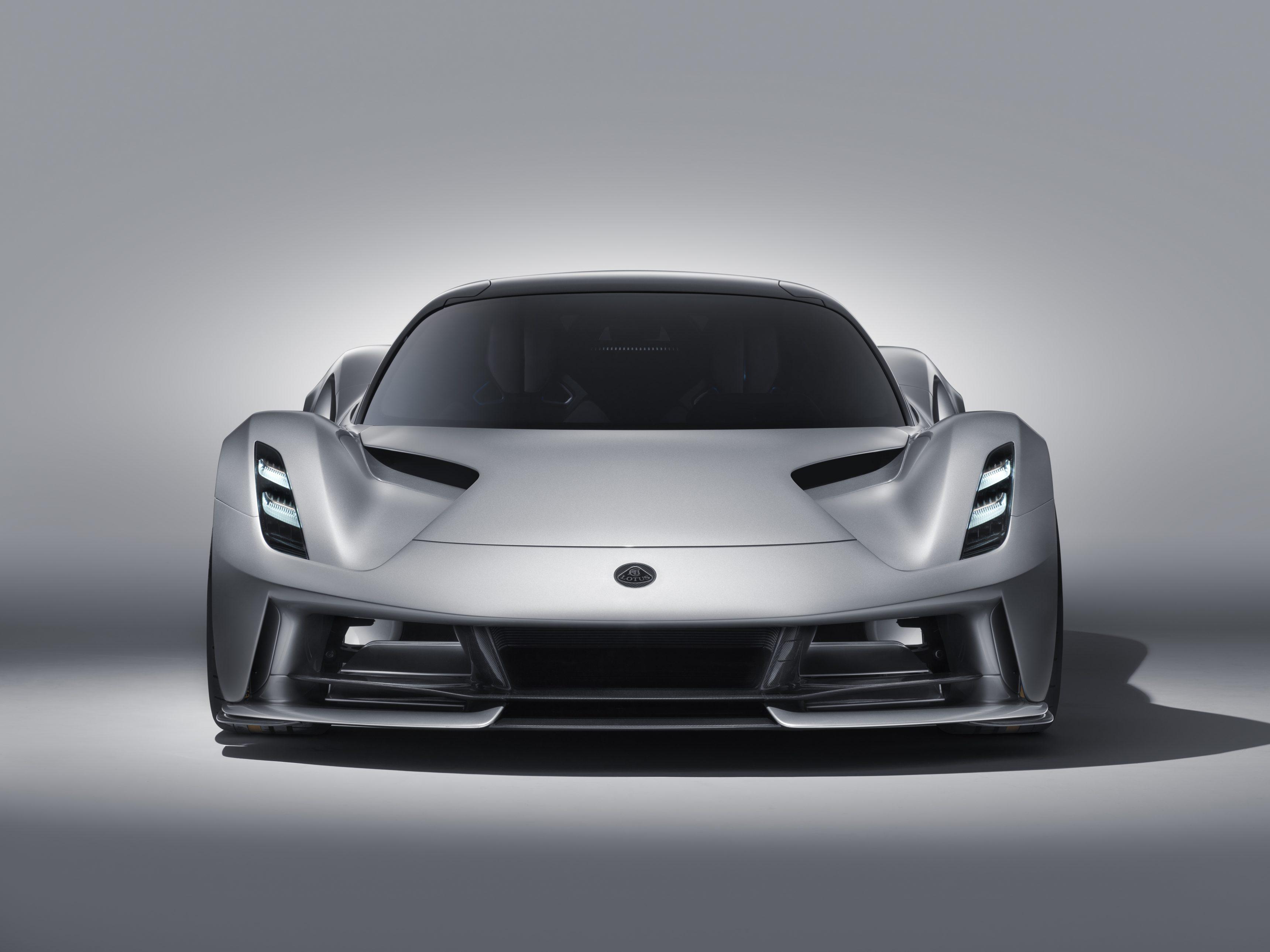 Британская компания Lotus наконец вернулась к активной деятельности: в Лондоне представлен гиперкар по имени Evija. Это первый новый «Лотус» с 2008 года!