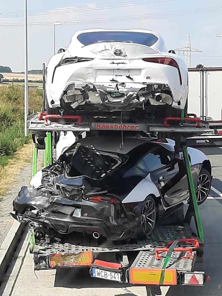 Опасная это работа — водить автовоз: вдруг какой-нибудь инцидент возникнет с ценным грузом? А произойти может всякое в дороге. Например, на этой неделе в Венгрии случилось ДТП с участием грузовика, гнавшего новенькие спорткары Toyota Supra к дилеру.