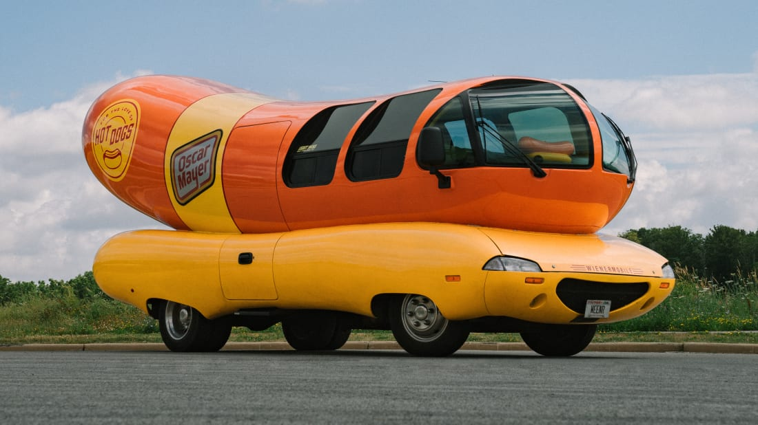 An interesting ad just popped up on Airbnb. Oscar Mayer's legendary Wienermobile is now available for rent as a hostel room. Spending a night in the 8-meter / 26-feet long hot dog-shaped vehicle costs $135 USD, and it is truly a shame you are not allowed to drive it around.