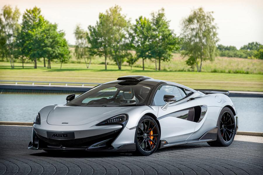 Шоурум McLaren London – самый первый из автосалонов марки – на днях продал тысячный суперкар. Отпраздновать круглое число сотрудники решили особой версией купе 600LT.