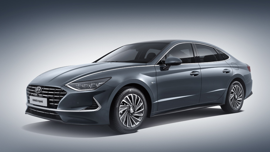 The Sonata Hybrid made its first public appearance this spring, but the company hasn't disclosed any of its tech specs until now. Let us have a closer look at the new sedan/saloon.