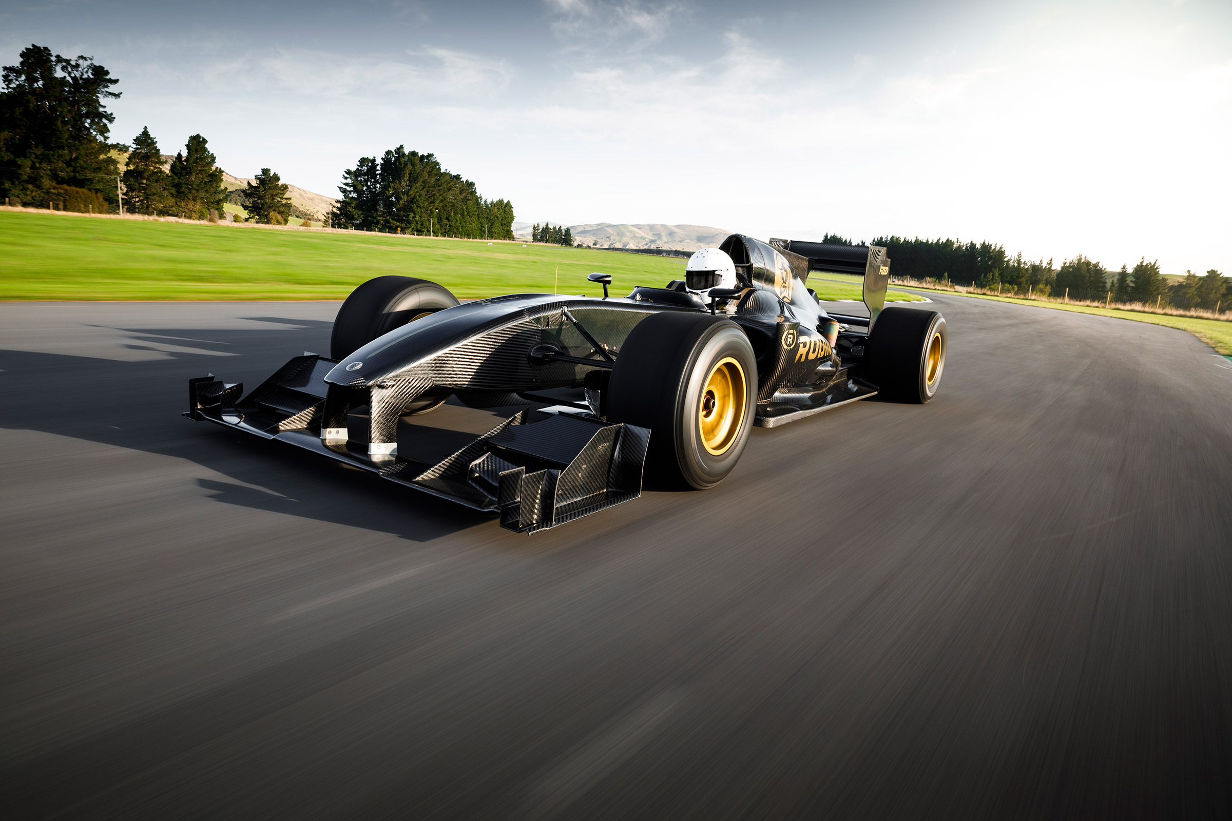 Rodin Cars, a young but ambitious company from New Zealand, has just demonstrated to us that it can do more than talk. After announcing a 'Valkyrie-beating' hypercar, it actually released its first vehicle. Meet the FZED, a single-seat racecar based on the 2011 Lotus T125.