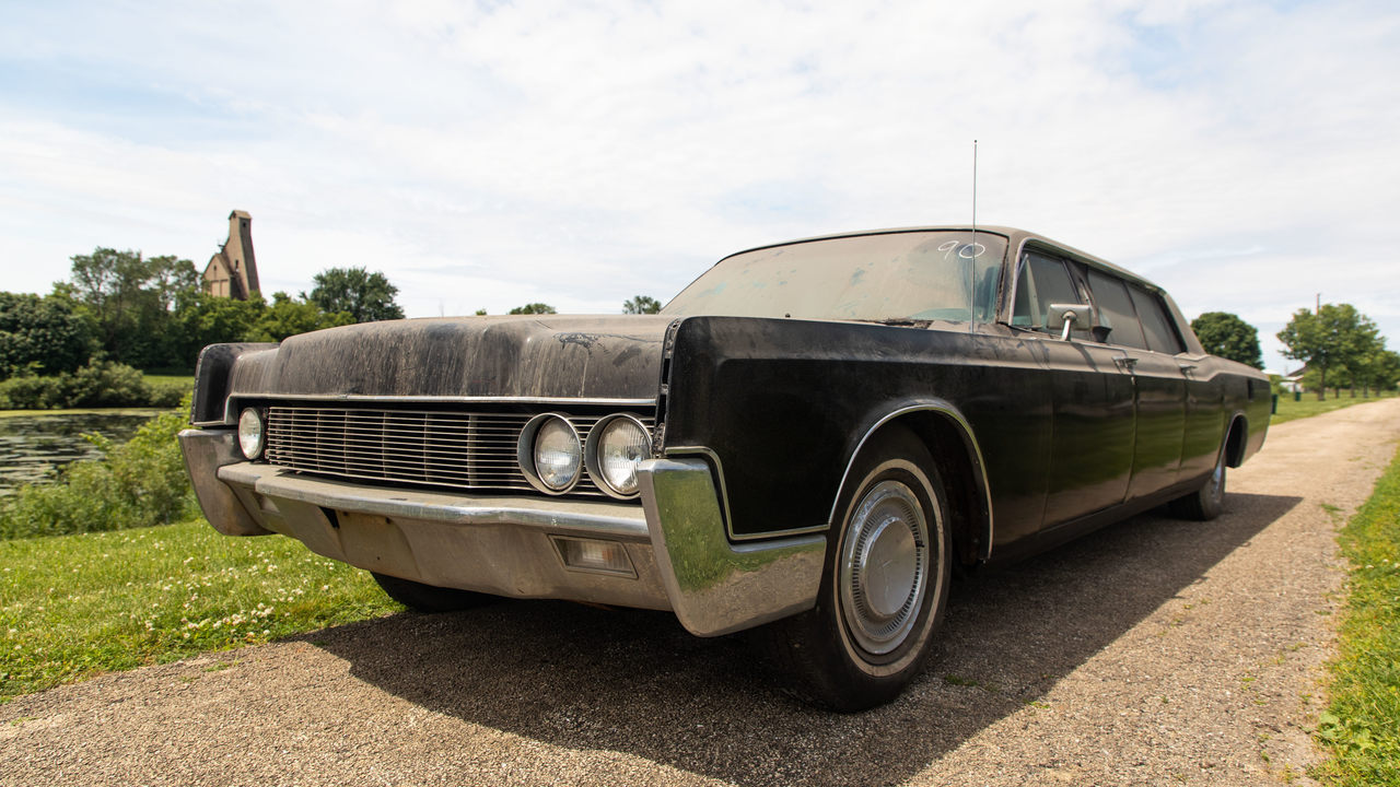 U.S. auction house Mecum will be holding an auction later this week to sell a 1967 Lincoln Continental limousine that once belonged to Elvis Presley. The car, which appears to be in a dingy 'barn find' condition, is still expected to fetch $300,000 or more.