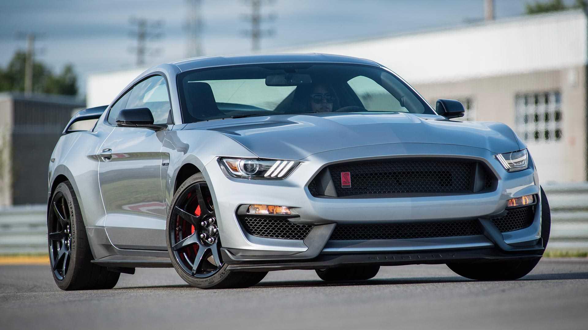 Ford Performance представил обновленную версию гоночного Shelby Mustang GT350R с элементами шасси от 770-сильного суперкара GT500.
